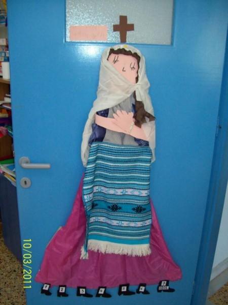 Госпожа Поста на двери, фото: mariamostaki.blogspot.com