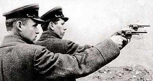 nkvd-soliders-firing-nagant-revolvers-613
