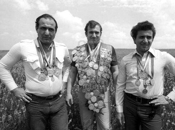 Шаварш Карапетян с братьями