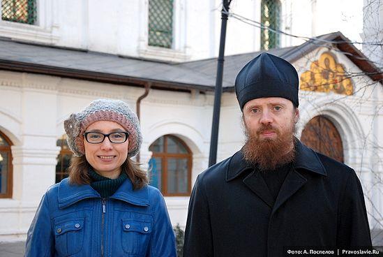 Игумен Нектарий (Морозов) и Елена Балаян. Фото Антона Поспелова. Pravoslavie.ru