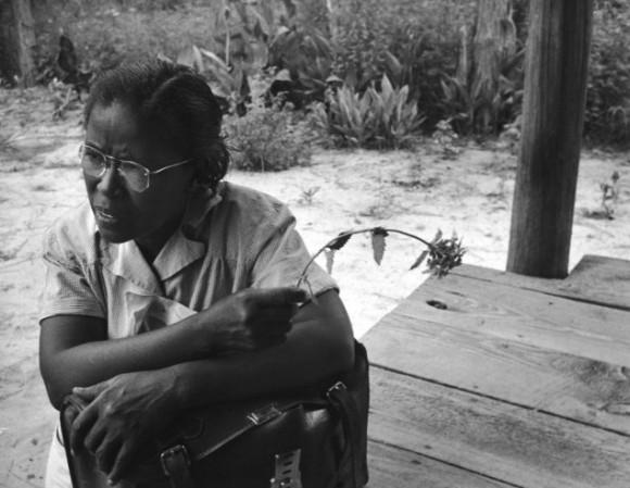 Мод 51 год. Ее усталое, задумчивое лицо отражает всю сложность ее жизни. Оставшись сиротой в 7 лет, она была воспитана дядей во Флориде, училась в лазарете в Джорджии и стала медсестрой в 21 год.