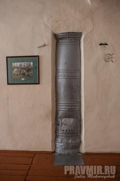 Таких столбов-печек в школе 32. Топить их приходится по два часа