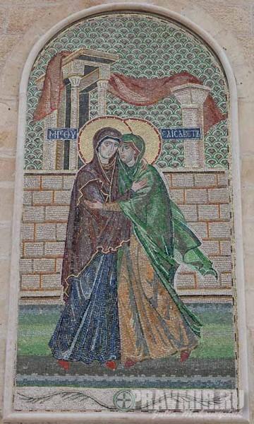 Мозаика «Целование» на фасаде собора