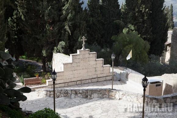 Крест на храме Рождества Иоанна Предтечи