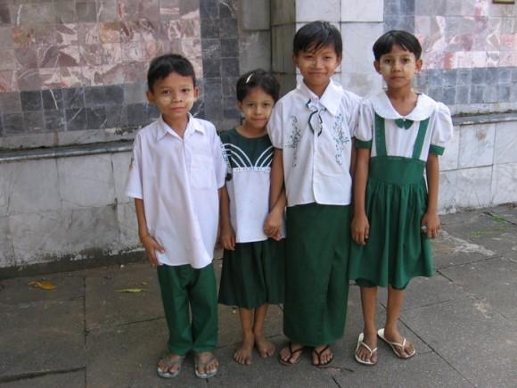 Школьники Бирмы