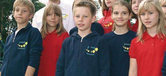 В Германии школьная форма не приветствуется: она ассоциируется с униформой гитлерюгенда. В некоторых школах введена единая школьная одежда, в разработке которой могут принимать участие сами ученики, но назвать это формой трудно: