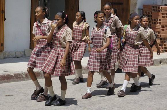 Колумбийские школьницы в школьной форме.