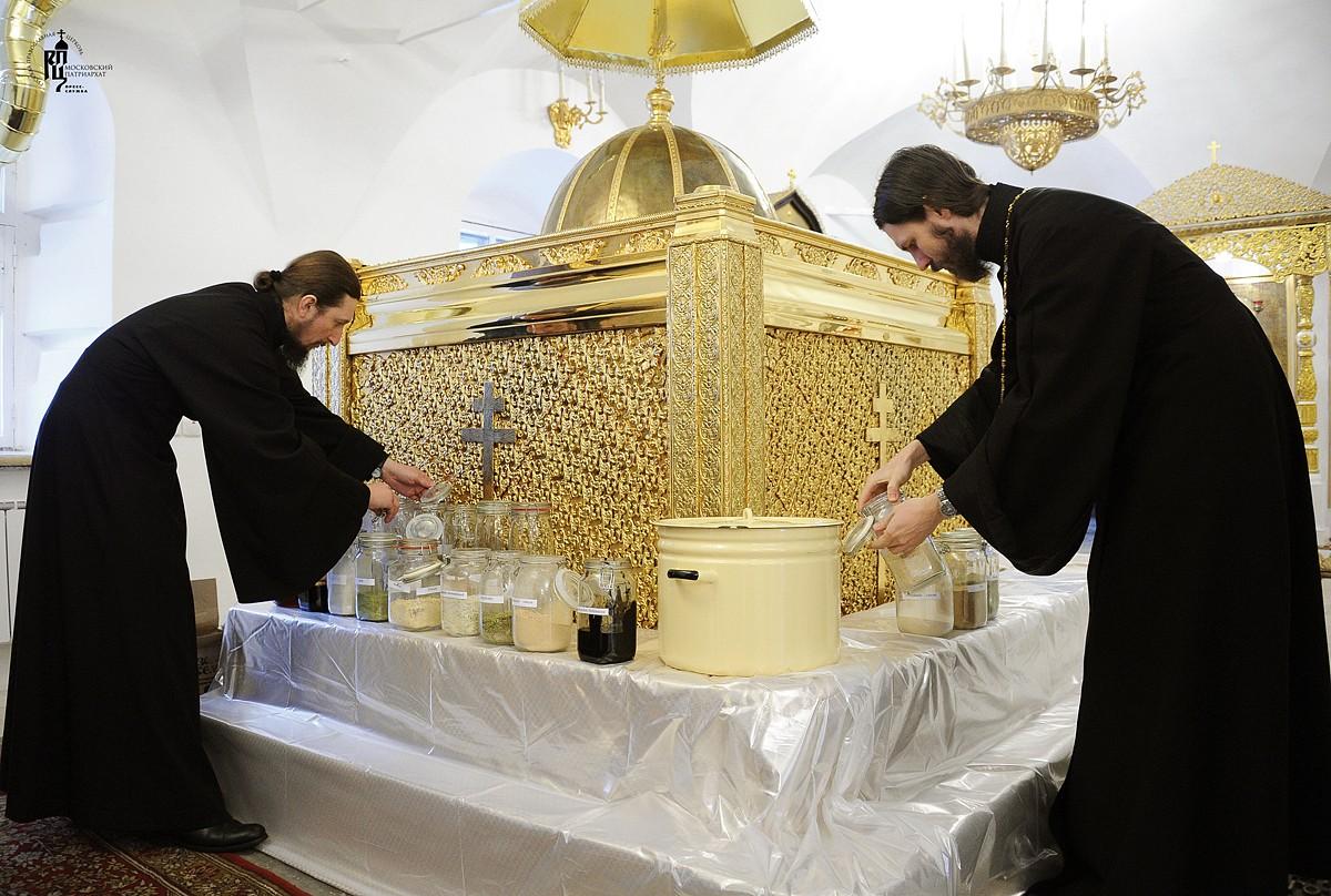 Патриарх Кирилл совершил молебен на начало чина мироварения
