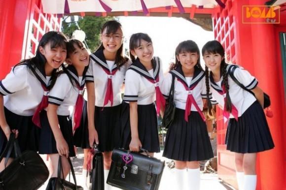 Японские школьницы