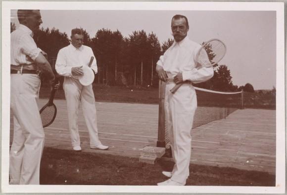 Император Николай II на теннисном корте. 1912 г.