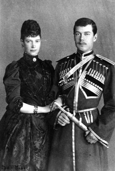 Императрица Мария Феодоровна с сыном Цесаревичем Николаем Александровичем. 1890 г.