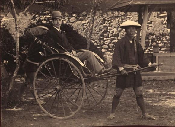Наследник Цесаревич в г. Нагасаки в коляске-рикше 1891 г.