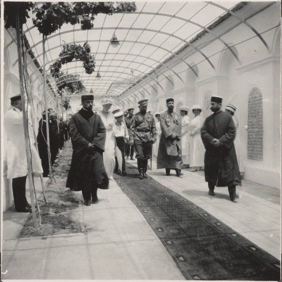 Николай II посещает крымско-караимскую кенассу (синагогу) в Евпатории в 1916 году
