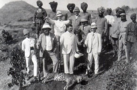 Цесаревич охотится на леопарда в Индии. 1891 г.