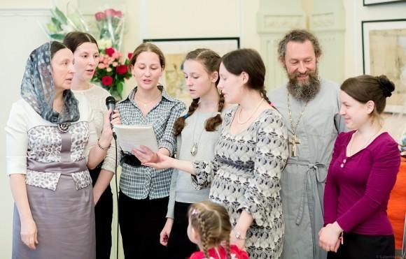 Песня (женская), о. Андрей сказал, что встал петь «по ошибке»