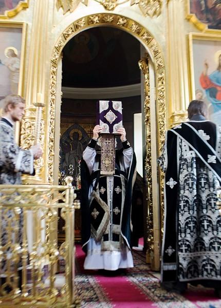 Вынос плащаницы в храме свт. Николая в Кузнецах (27)