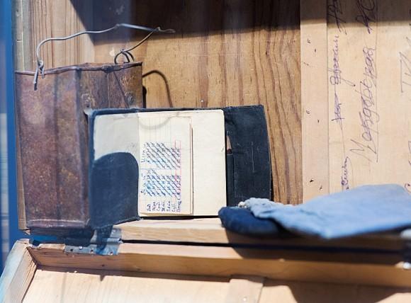 Чемодан, сделанный из посылочного ящика