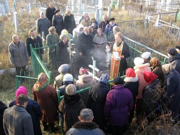 Ежегодная панихида на могиле владыки Димитрия