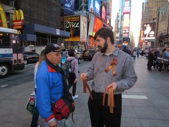 Георгиевская ленточка на улицах Нью-Йорка (6)