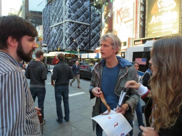 Георгиевская ленточка на улицах Нью-Йорка (11)