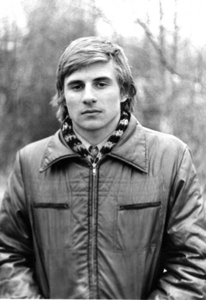 Игорю 19 лет