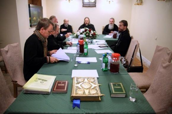 Экзамен для кандидатов проходит на викариатском совете, который возглавляет архиерей