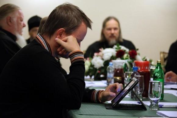 Разговор вокруг серьёзных богословских вопросов - и современные технологии