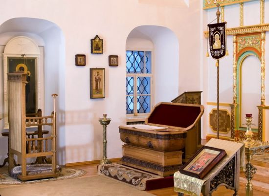 Рака с мощами святителя Виктора в Александро-Невском храме Спасо-Преображенского монастыря г.Вятки