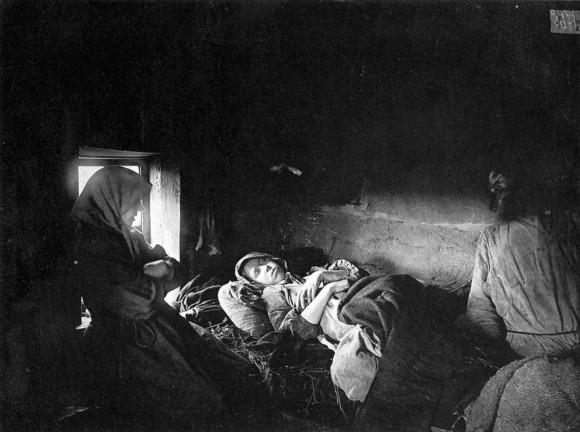 Больные тифом в городе Княгинине. 1891-1892 гг. Негатив 18х24 см