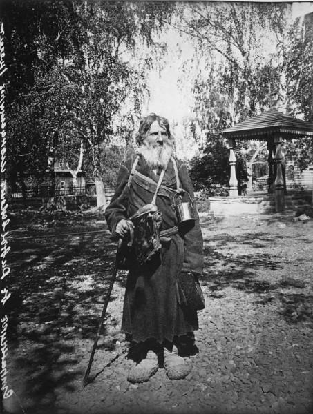 Странник в Серафимо-Дивеевском женском монастыре. 1904 г. Негатив 18х24 см