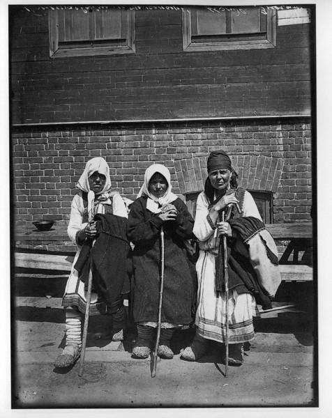 Типы богомолок в Серафимо-Понетаевском женском монастыре. 1904 г. Негатив 18х24 см