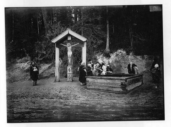 Святой источник в Саровском мужском монастыре. Негатив 18х24 см