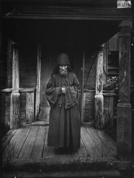 Благовещенский Керженский единоверческий мужской монастырь. Монах-схимник. 1897 г. Негатив 18х24 см