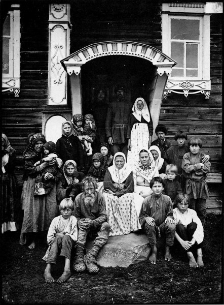 Группа старообрядцев. Деревня Кузнецово Семеновского уезда. Негатив 18х24 см