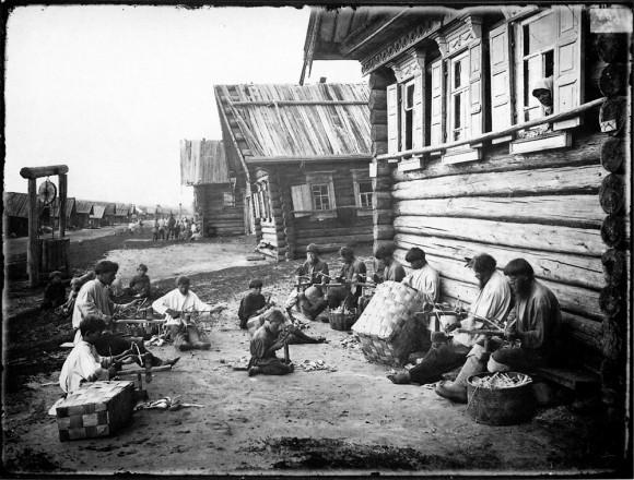 Ложкарное производство. Отделка ложечного черенка. 1897 г. Негатив 18х24 см