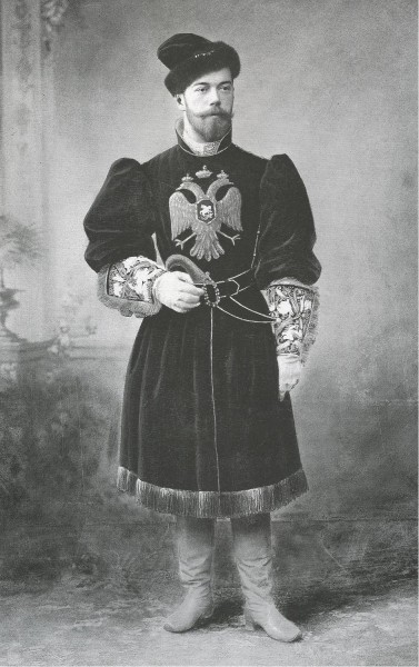 Николай II на костюмированном балу. 1903 г.
