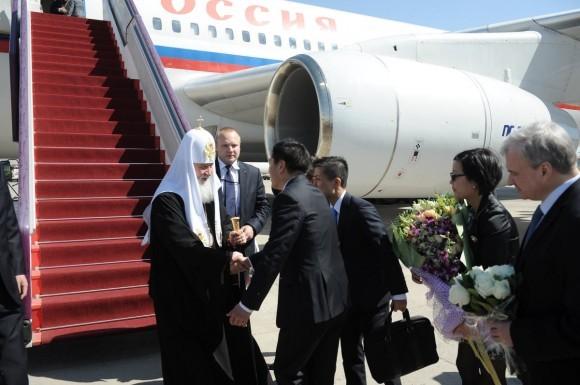 Прибытие Патриарха в аэропорт Пекина