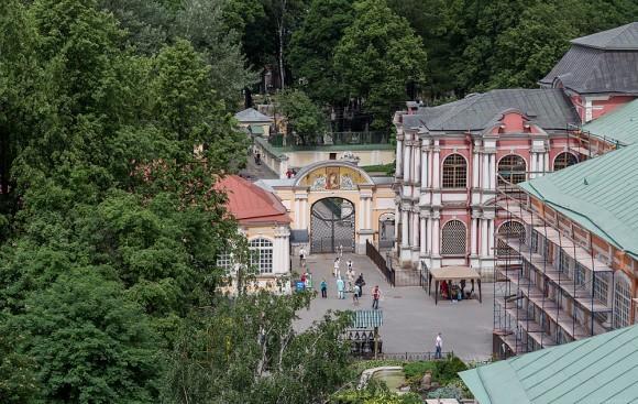 Благовещенские ворота Александро-Невской Лавры.