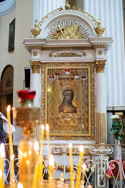 Почитаемая икона Божией Матери «Невская Скоропослушница»