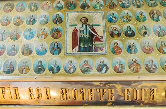 Одна из наиболее почитаемых святынь, находящихся в соборе – ковчег с мощами святого благоверного князя Александра Невского.