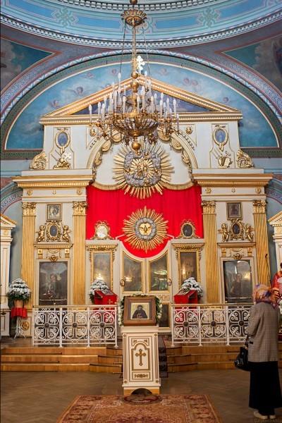 Внутри храма все готово к богослужению