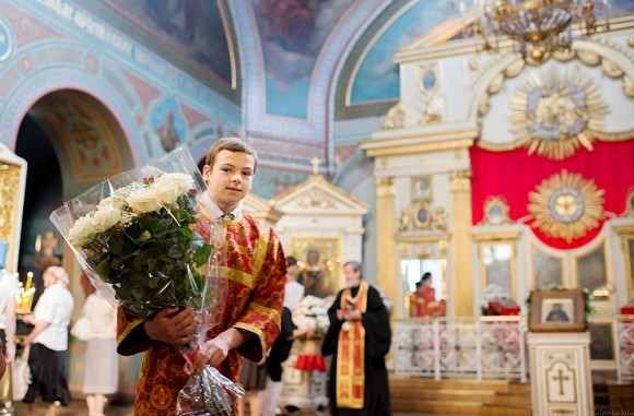 04.В день памяти блаженной Ксении многие приходят в храм с цветами. Но этот букет – для архиерея