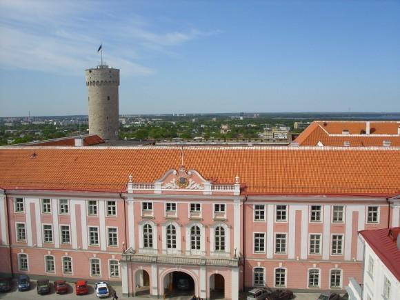 Здание Парламента Эстонии. Вид с колокольни Александро-Невского собора