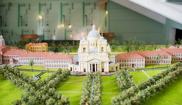Макет Александро-Невской Лавры, расположенный на первом этаже «новой» ризницы.