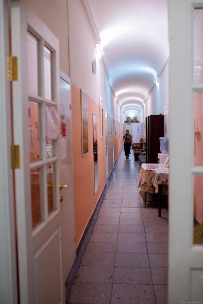 В этом же здании находится одна из трех паломнических гостиниц «Федоровская»