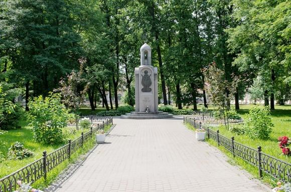 Памятник 2000-летию христианства. Автор – петербургский скульптор Эвелина Соловьева.
