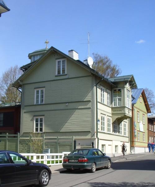 Таллин, улица Висмари. Во дворе этого дома находится здание Управления ЭАПЦ.