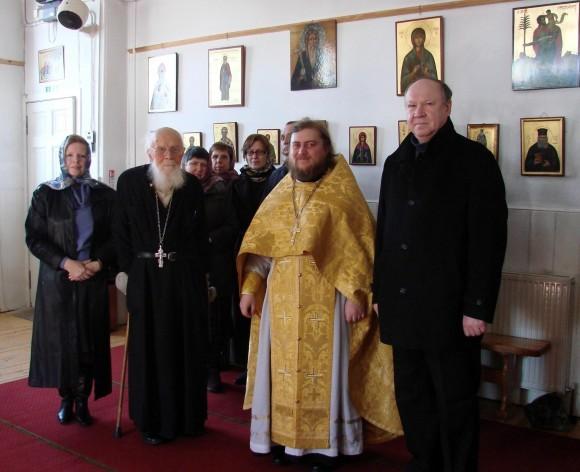 Протоиерей Геннадий Андреев с прихожанами православной русской общины г. Глазго