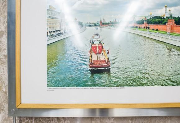 Освященный на Соловках Поклонный крест доставляют на Бутовский полигон по Москве-реке 2007. Фото Сергея Губачева
