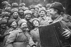 Великая Отечественная война: песни, стихи, кинохроники